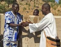 Video: Ein Brunnen für Guirziga